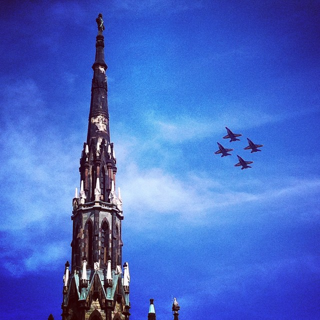 Blue Angles invade the bright blue sky over  Mount Vernon Place, Baltimore. Blue on Blue for the win! Come see and hear me talk about color on Sept. 26 at Center Stage! @Baltimore_CM @creativeMorning #cmbal #color #CreativeMornings #baltimore #ColorsThatInspire #WarOf1812 #BlueAngles #blue #starspangled200
